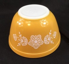 Pyrex vintage Butterfly Gold floral 401 mixing nesting BOWL 1.5 pint yellow - $14.84