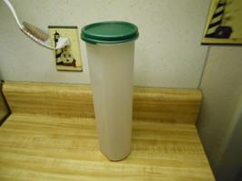 tupperware mod for ice cream cones or for spaghetti ~ green lid~ - $8.77