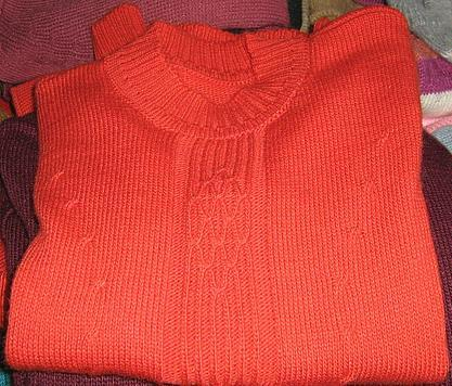 Red sweater, round neck made of Alpaca wool