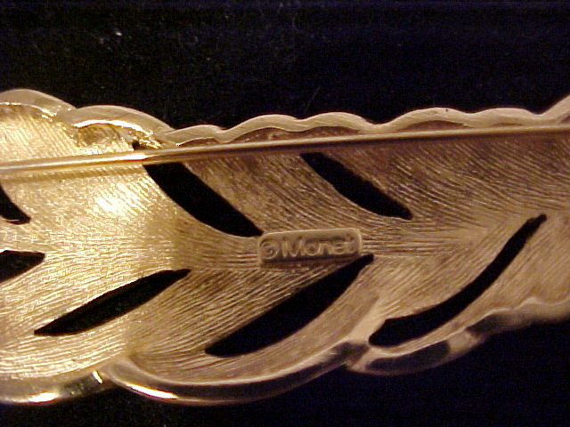 VINTAGE GOLDTONE FEATHER BROOCH PIN DESIGNER MONET