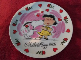 5M30 1975 PEANUTS MOTHERS DAY PLATE Schulz, NO CHIPS OR CRACKS, IN EXCEL... - $17.77