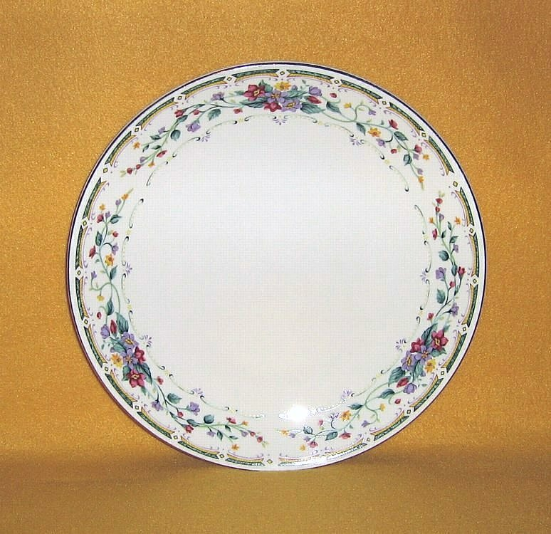 Tabletops Unlimited Royal Bouquet 4 Dinner Plates - $14.99