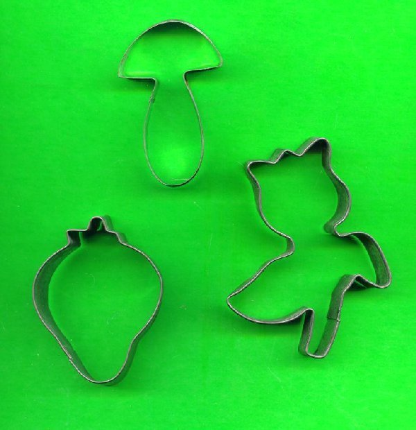 Lot of 3 Metal Cookie Cutters ck8