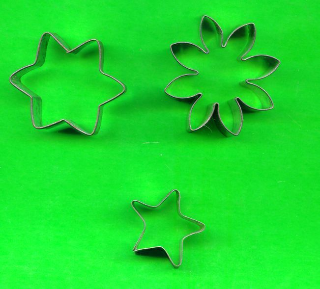 Lot of 3 Metal Cookie or Petti Four Cutters ck2