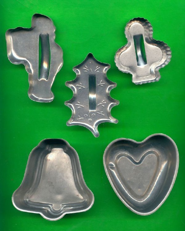 Lot of 3 Metal Cookie Cutters and 2 Small Pans ck20
