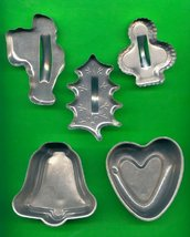 Lot of 3 Metal Cookie Cutters and 2 Small Pans ck20 - $6.00