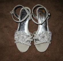 White Flower Sandals By WonderKids Child Size 1 Nice! #X215 - $9.99