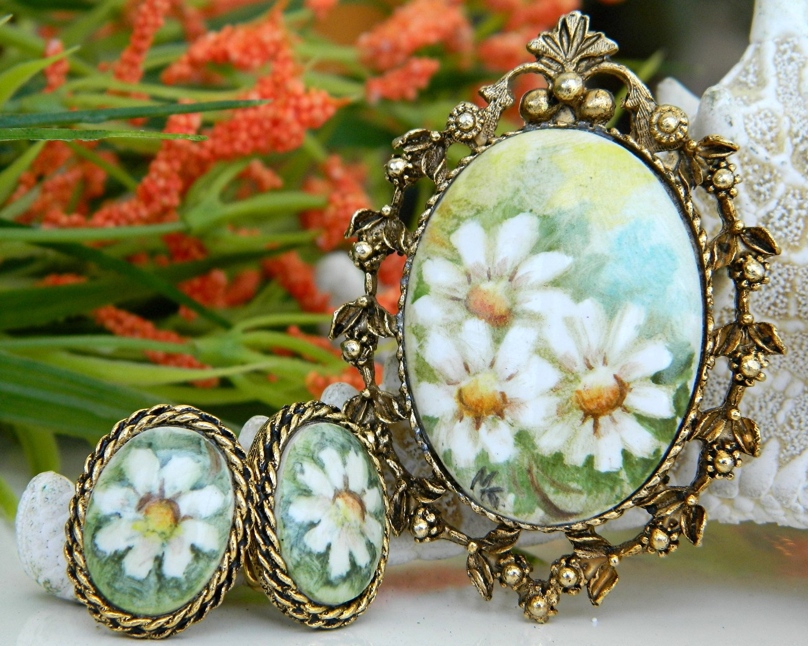 Vintage daisy hand painted porcelain brooch pendant earrings
