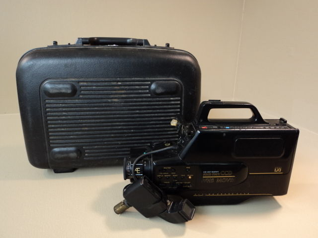 Sears Solid State CCD VHS Movie Camera 8X Zoom Auto Exposure 934.5379309