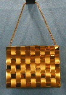 VINTAGE CARRYCALL PURSE COMPACT GOLDTONE METAL