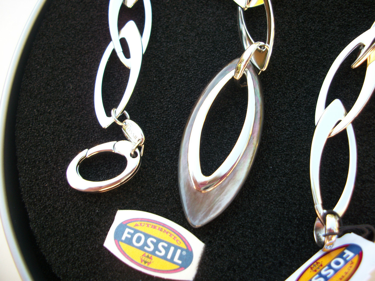 FOSSIL Brand-Mother of Pearl Stainless Steel Link Necklace- Gift Tin - Italy