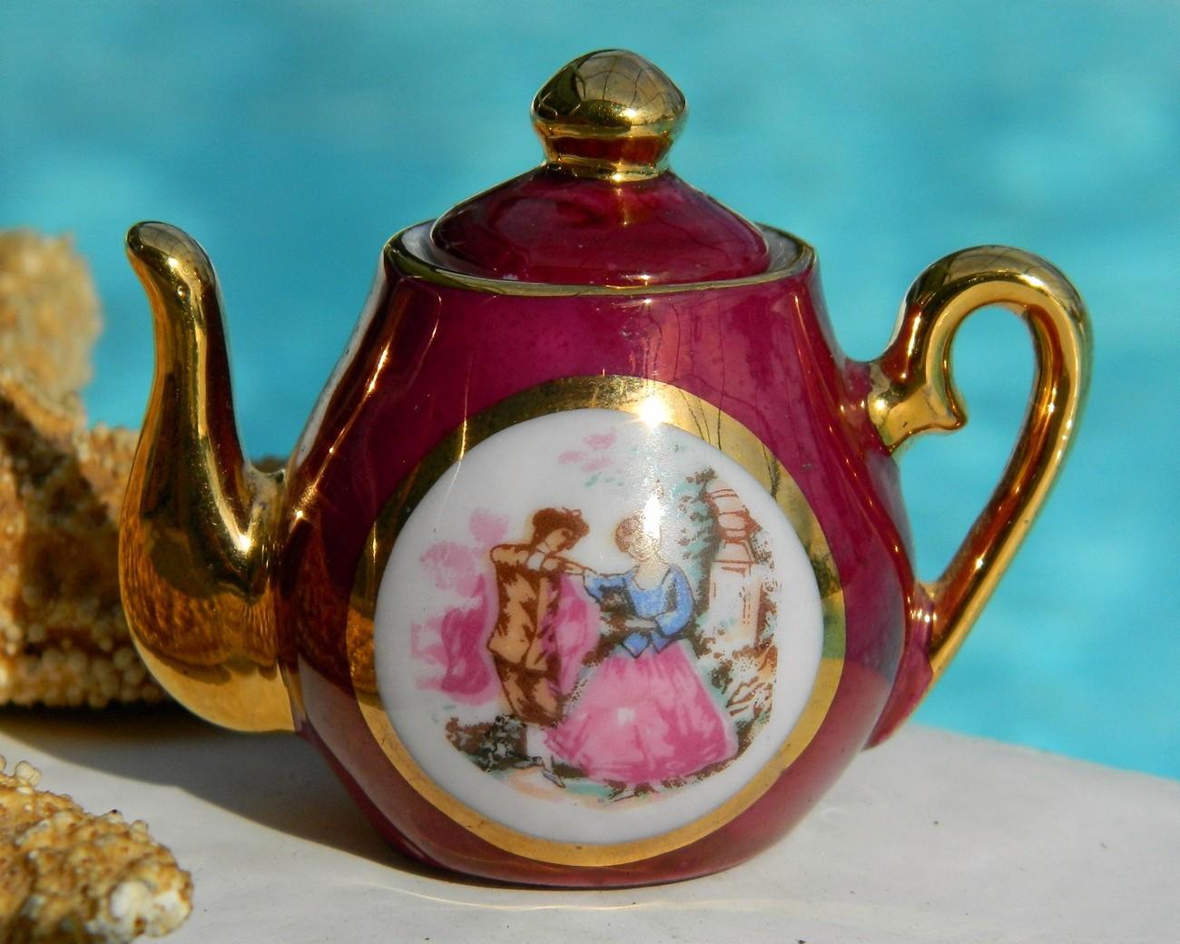 Vintage Porcelain Miniature Teapots Courting Couple Japan