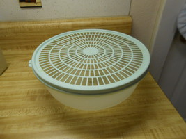tupperware colander with lid great bowl for rinsing fruit, veggies, berr... - $14.06