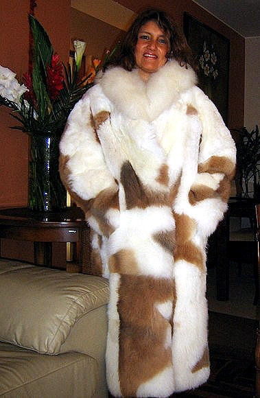Long coat made of baby alpaca fur with white and brown spots, 2X - Small