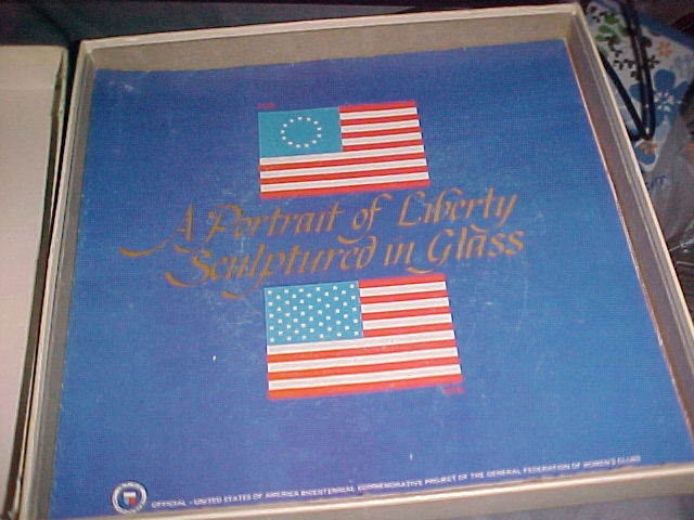 "VINTAGE FENTON 1976 ""A PORTRAIT OF LIBERTY"" SERIES HANDMADE GLASS PLATE WITH BOX"