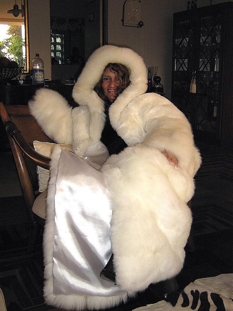 Women's white Baby Alpaca fur maxi hooded long Coat, Size 2x - small