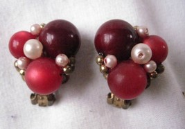 Vintage Clip On Earrings Red Bead Cluster Gold Tone Accent & Clip - $6.36