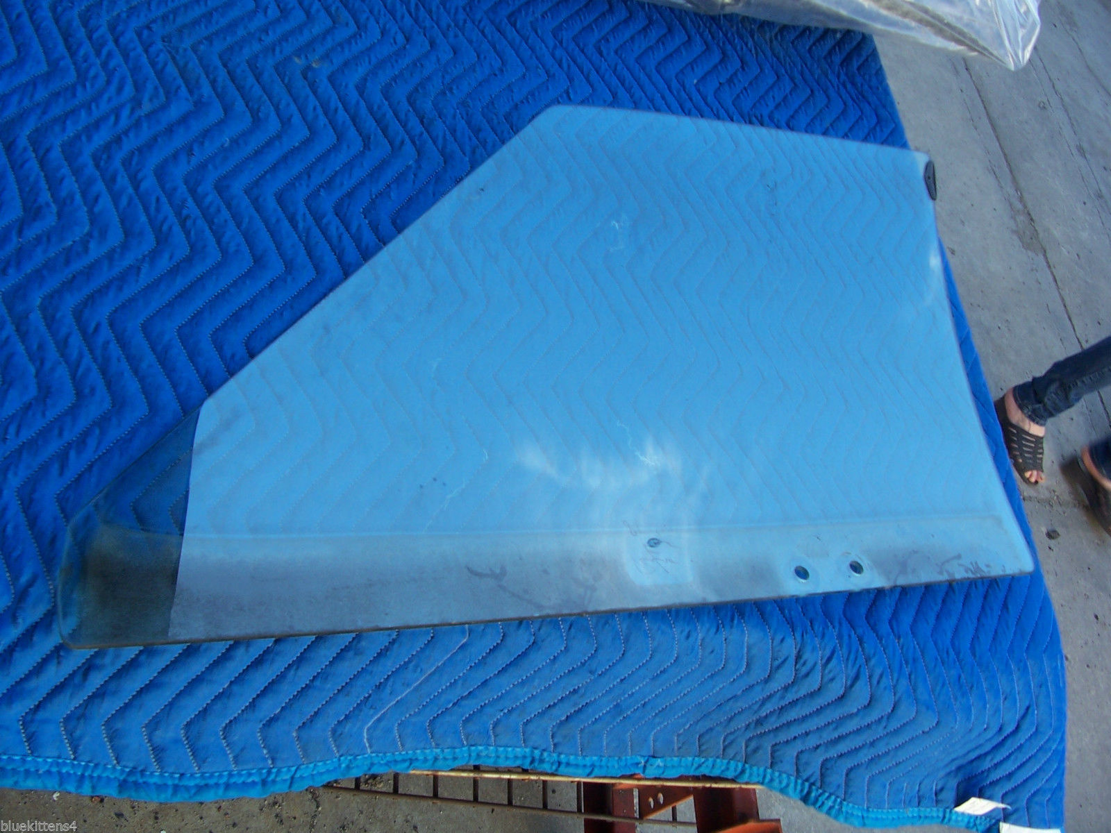 1985 BROUGHAM RIGHT FRONT SIDE WINDOW GLASS OEM USED ORIGINAL CADILLAC GM PART