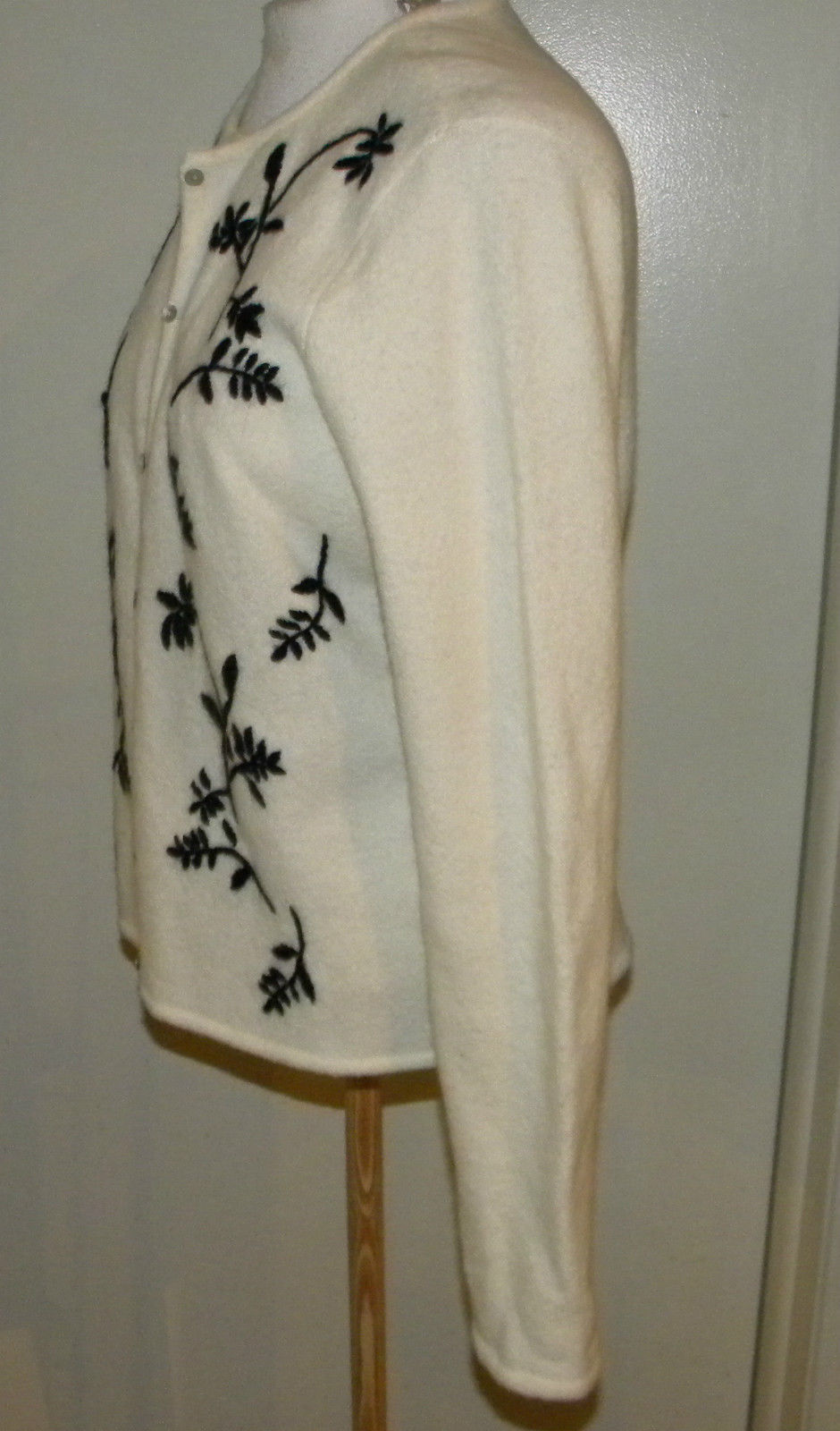CHARTER CLUB woman's knit button front cardigan Sweater w floral embroidery M