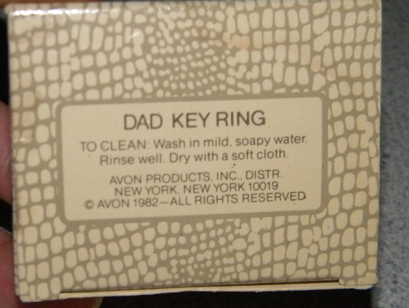 Vintage AVON GIFT COLLECTION DAD keyring FATHER collectible in original box