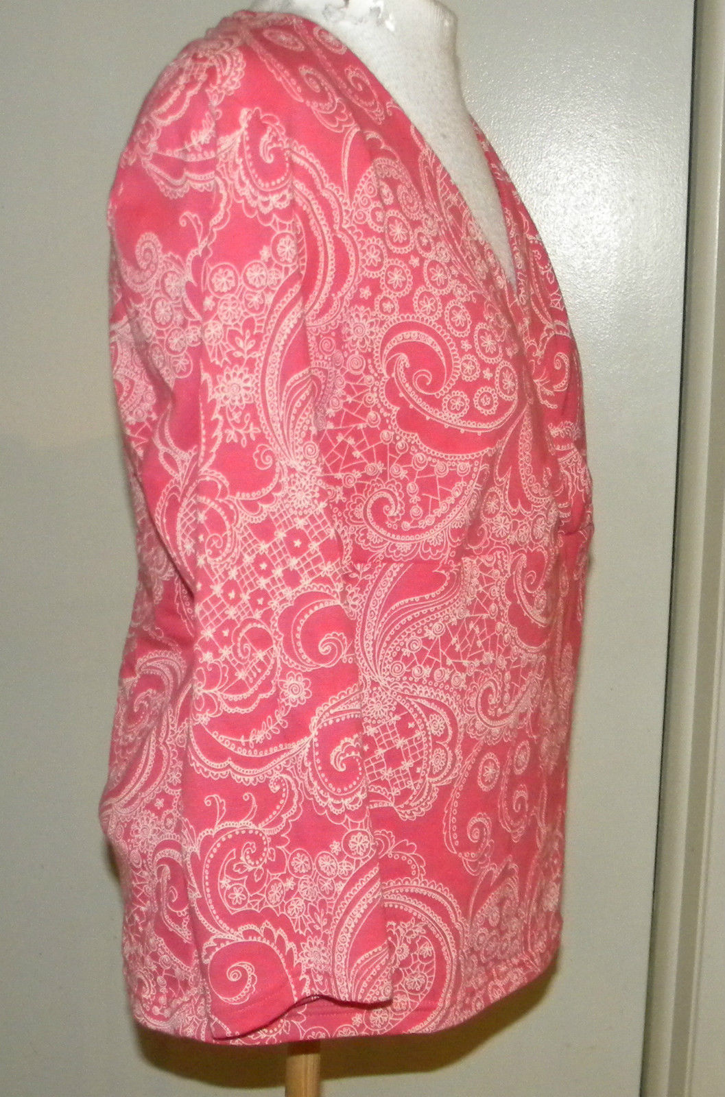 CROFT & BARROW stretch floral paisley print fitted v-neck blouse S (6-8) PINK