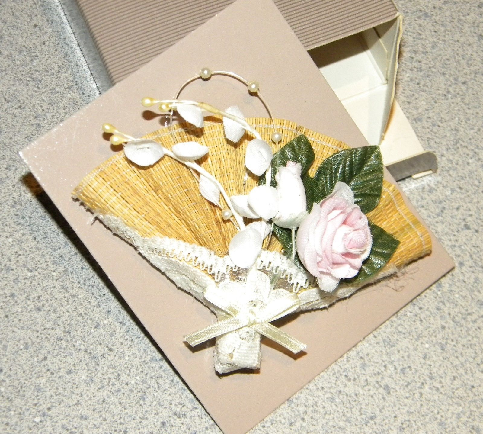 VINTAGE AVON 1991 FLORAL FAN PIN Brooch Beautiful discontinued in original box