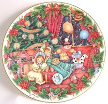 Royal Doulton Home For Christmas collector plate by Jane James CP51 - $36.44