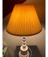 Antique Yellow/White Table Lamp Leviton socket bell lampshade VTG Vintag... - $973,06 MXN