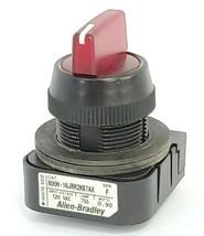 ALLEN BRADLEY 800H-16JRR2KB7AX SELECTOR SWITCH SER. F 120V, 0.90W