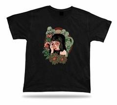 Tshirt Tee Shirt Birthday Gift Idea Queen of Beasts Creepy Emblam Ghost ... - €7,00 EUR