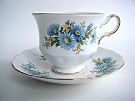 Queen Anne Bone China Tea Cup & Saucer Blue Daisy Pattern Made In England - $17.77