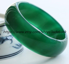 Free shipping ---Genuine hand-carved natural green agate bracelet diameter 56 mm - $36.99