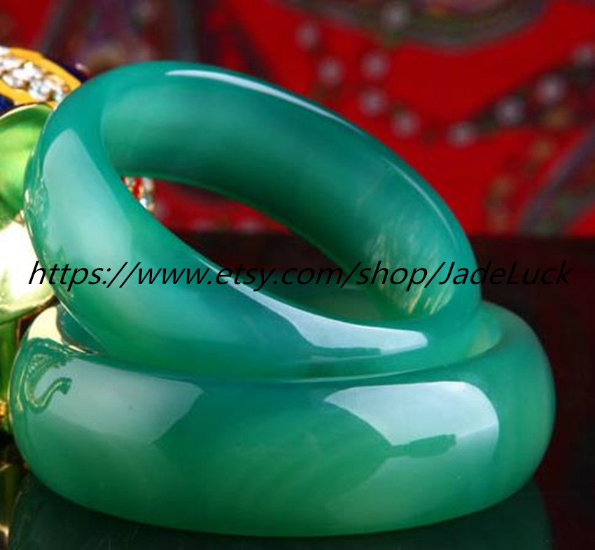 Free shipping ---Genuine hand-carved natural green agate bracelet diameter 56 mm