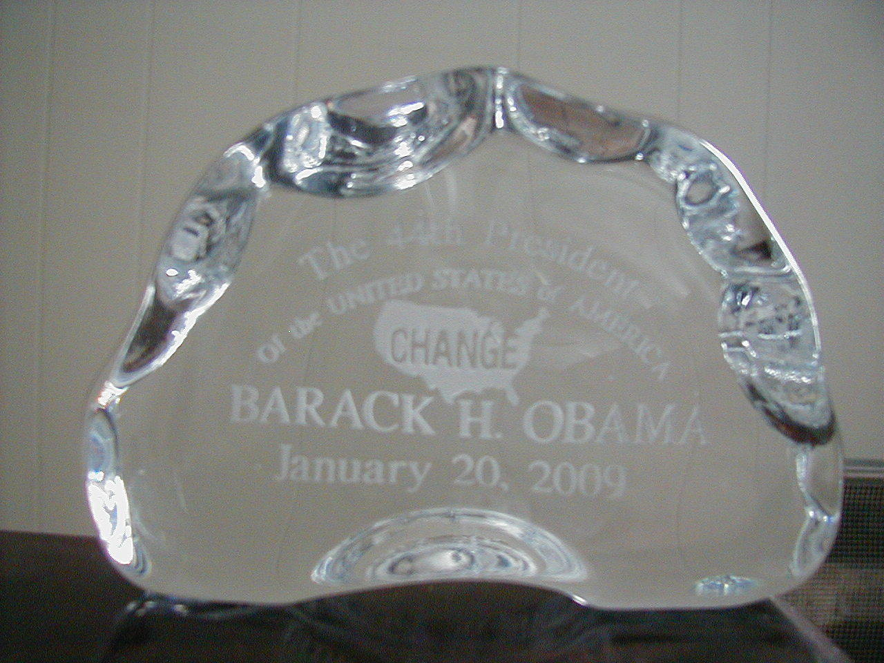 lIMITED EDITION OBAMA crystal paperweight change