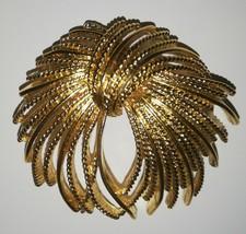 MONET GOLD TONE BROOCH PIN VINTAGE - $9.89
