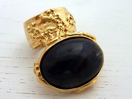 Arty Oval Ring Black Gold Vintage Size 7.5 - $26.99