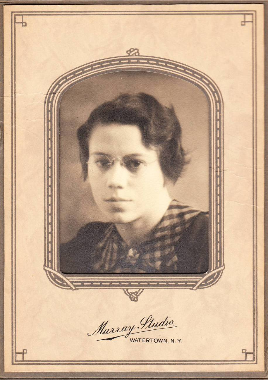 Photo young woman with glasses stand up paper frame