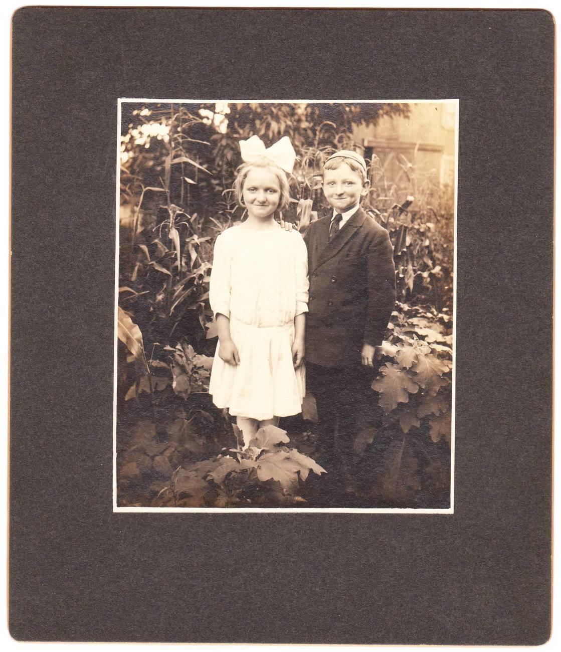 Card photo little girl boy little boy beanie