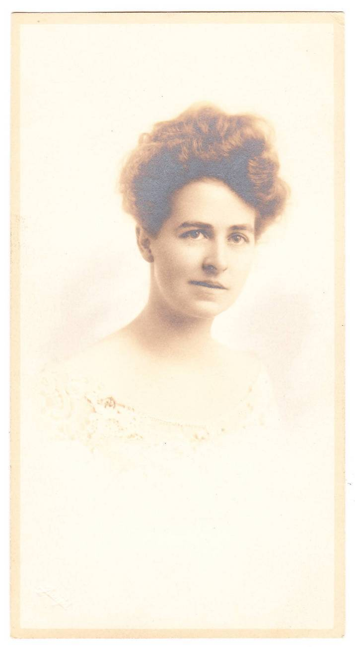 Card photo young woman brown curly hair