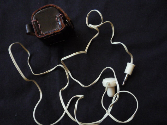 Vintage monophonic earpiece 37 inches