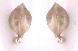 "Vintage Small Leaf Screw Back Stud Earrings 1970-80's Gold Tone  Metal 3/4"" - $7.73"