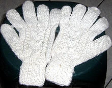 White cable pattern gloves, mittens made of alpacawool