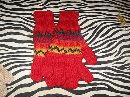 Red mittens made of Alpacawool, winter gloves