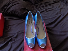 Preowned Guess shoes - $18.00