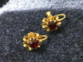 Vintage Small Goldtone Flowers w Red Rhinestone Center Screwback Earring... - $1.00