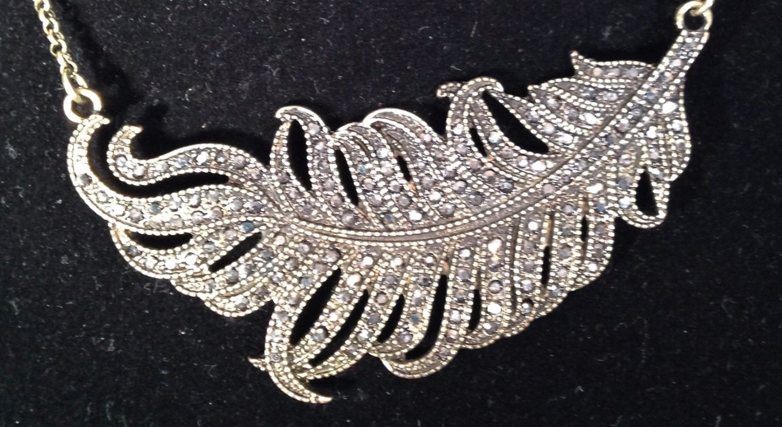New Cookie Lee Necklace w/ Genuine Crystal Glittery Feather on Silvertone