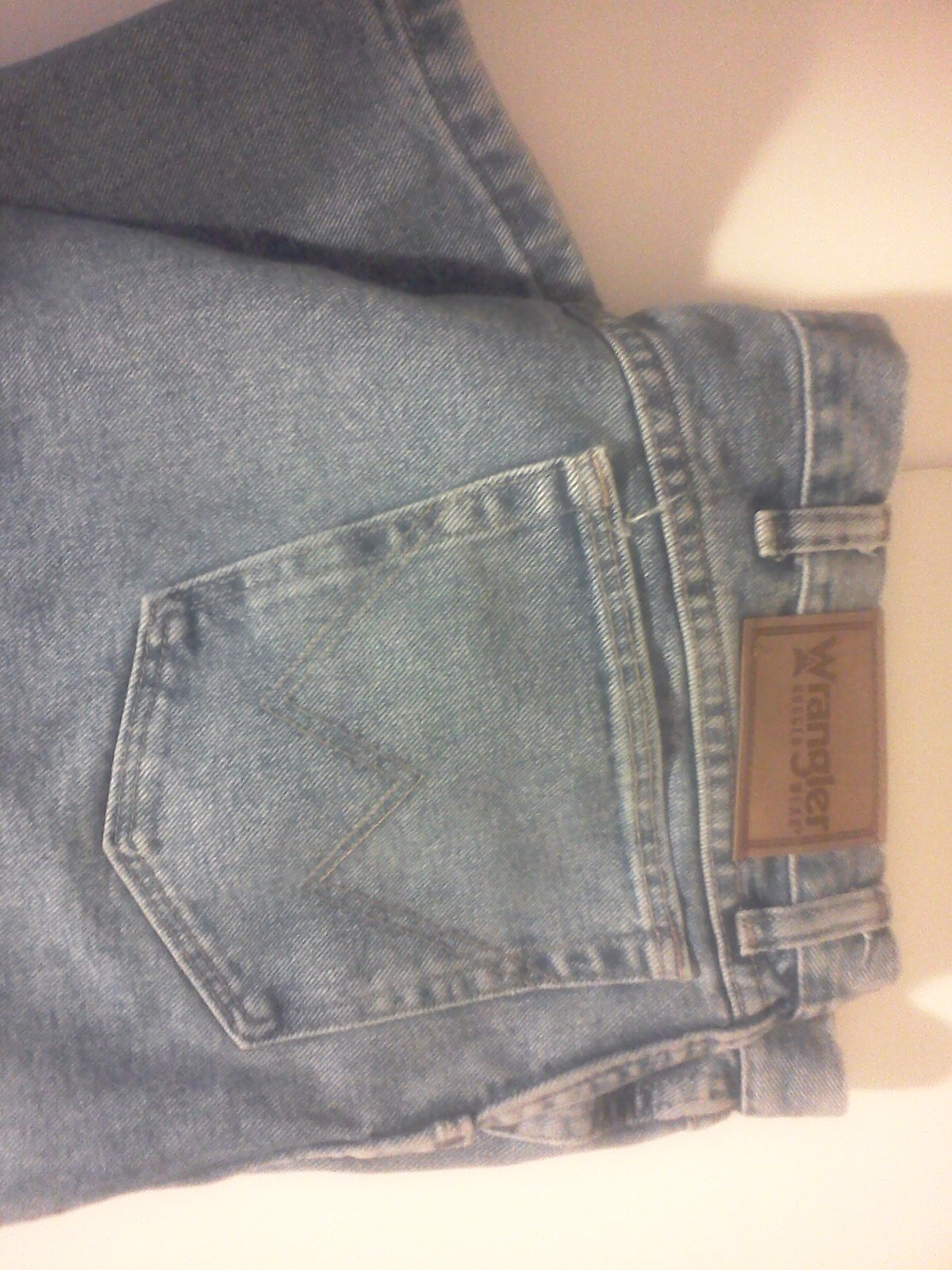 About Men's Jeans Find great men's jeans in a variety of fits, colors and washes, all crafted from quality cotton denim and backed by our unconditional guarantee. When it comes to jeans for men, Eddie Bauer is the optimal place to shop.