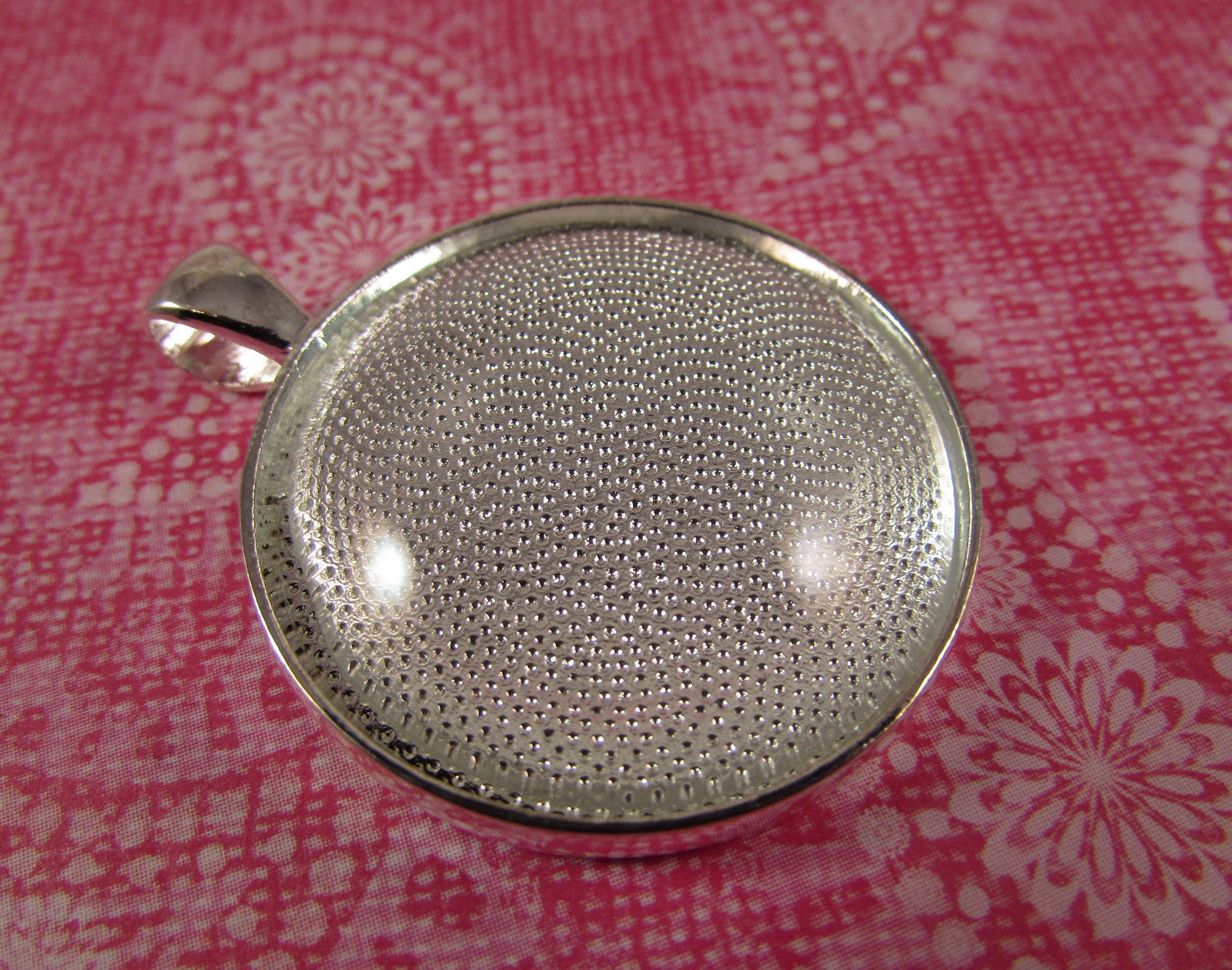 "Primary image for 4 Pcs Silver 1"" Circle Pendant Trays Includes Glass tile Cabochon for Jewelry"