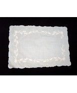 (1) VTG White Floral Embroidered Linen Replacement Dinner Table Placemat... - $9.18