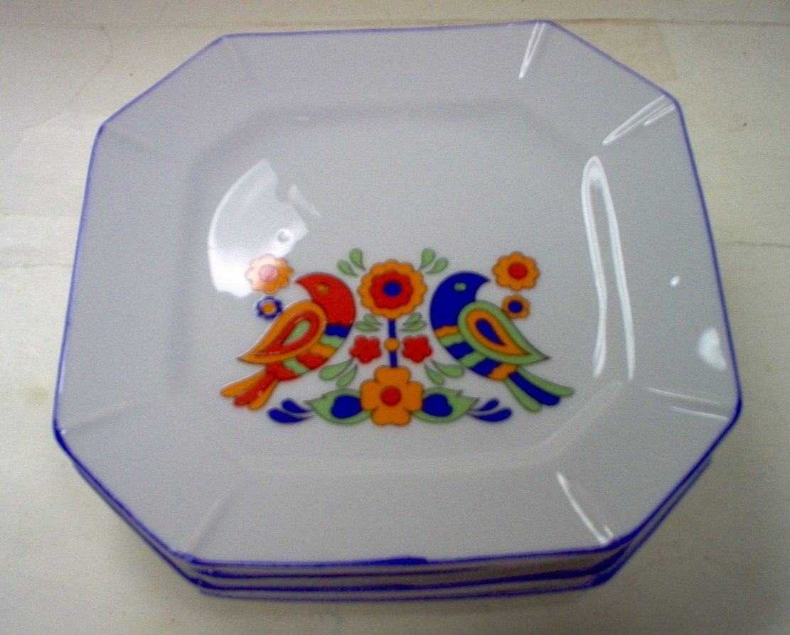 LUNCHEON PLATES